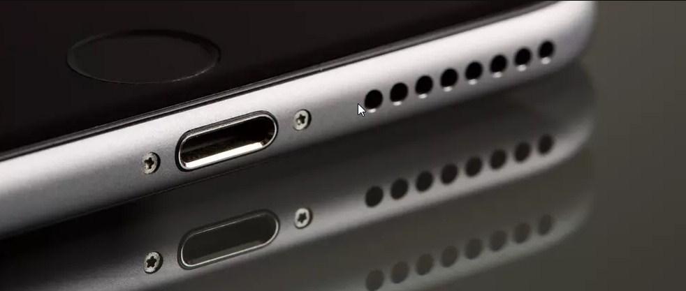 Clean a phones USB socket